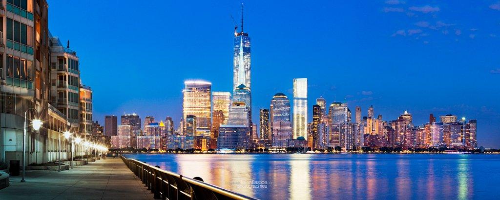 Ile de Manhattan depuis le Waterfront Walkway de Jersey City