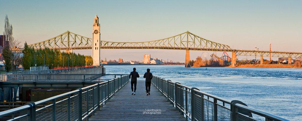Coureurs au Vieux-Port de Montréal